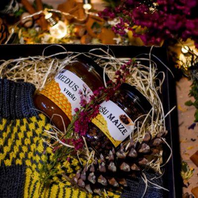 Medus labumi komplektā ar adītām zeķēm