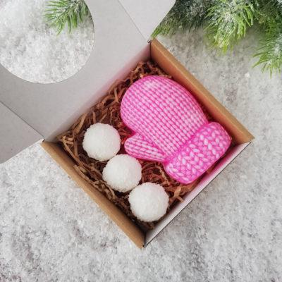 """Ziepju komplekts """"Dūrainis ar sniega bumbiņām"""""""