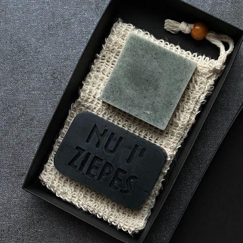 Ogļu, Māla ziepju komplekts ar sizāla sūkli 150g